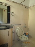 15S9U00551: Bathroom 2