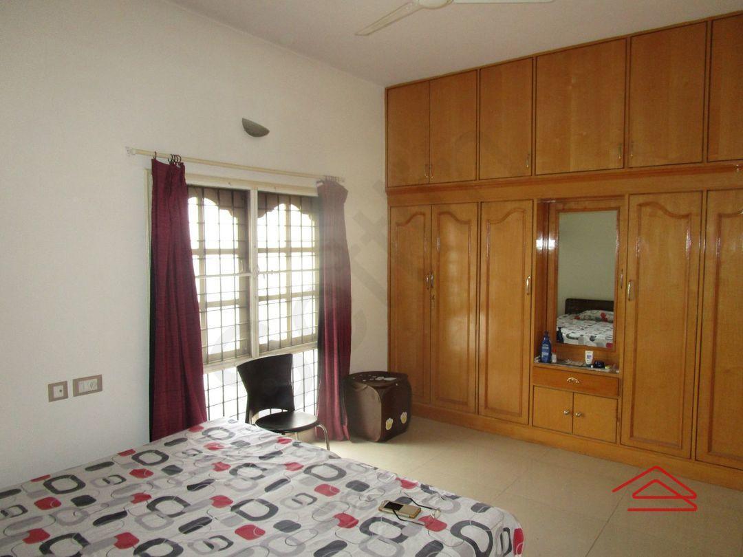 13M5U00117: Bedroom 1