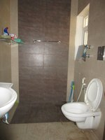 13DCU00374: Bathroom 1
