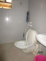 13J7U00111: Bathroom 1