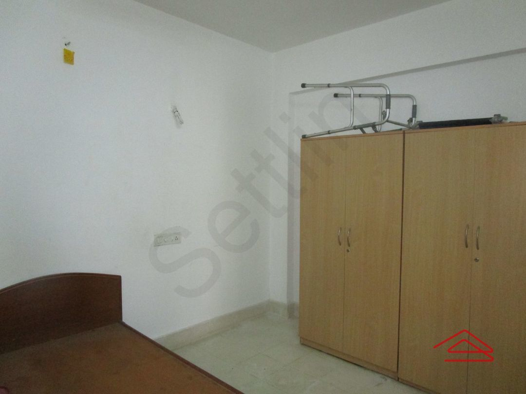 13J7U00111: Bedroom 1