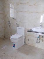 13J1U00272: Bathroom 2