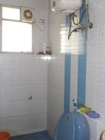 12J6U00378: Bathroom 1