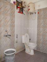 13J1U00080: Bathroom 2