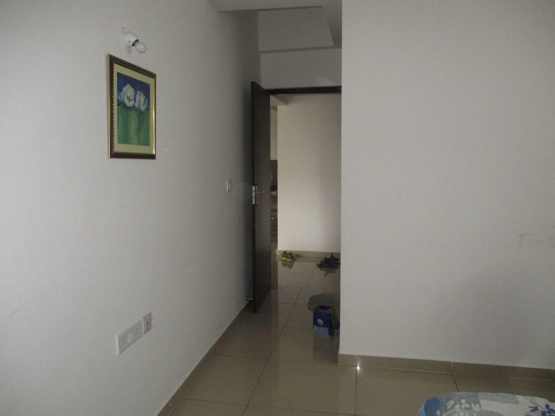 10S900215: Bedroom 1