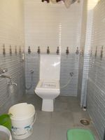 13M3U00073: Bathroom 2