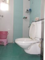 13J7U00023: Bathroom 2