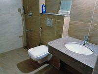 13F2U00153: Bathroom 1