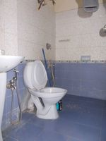 13J1U00246: Bathroom 3