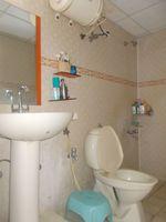 13J6U00356: Bathroom 1