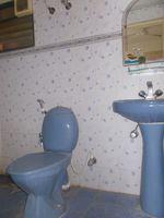 13J6U00356: Bathroom 2