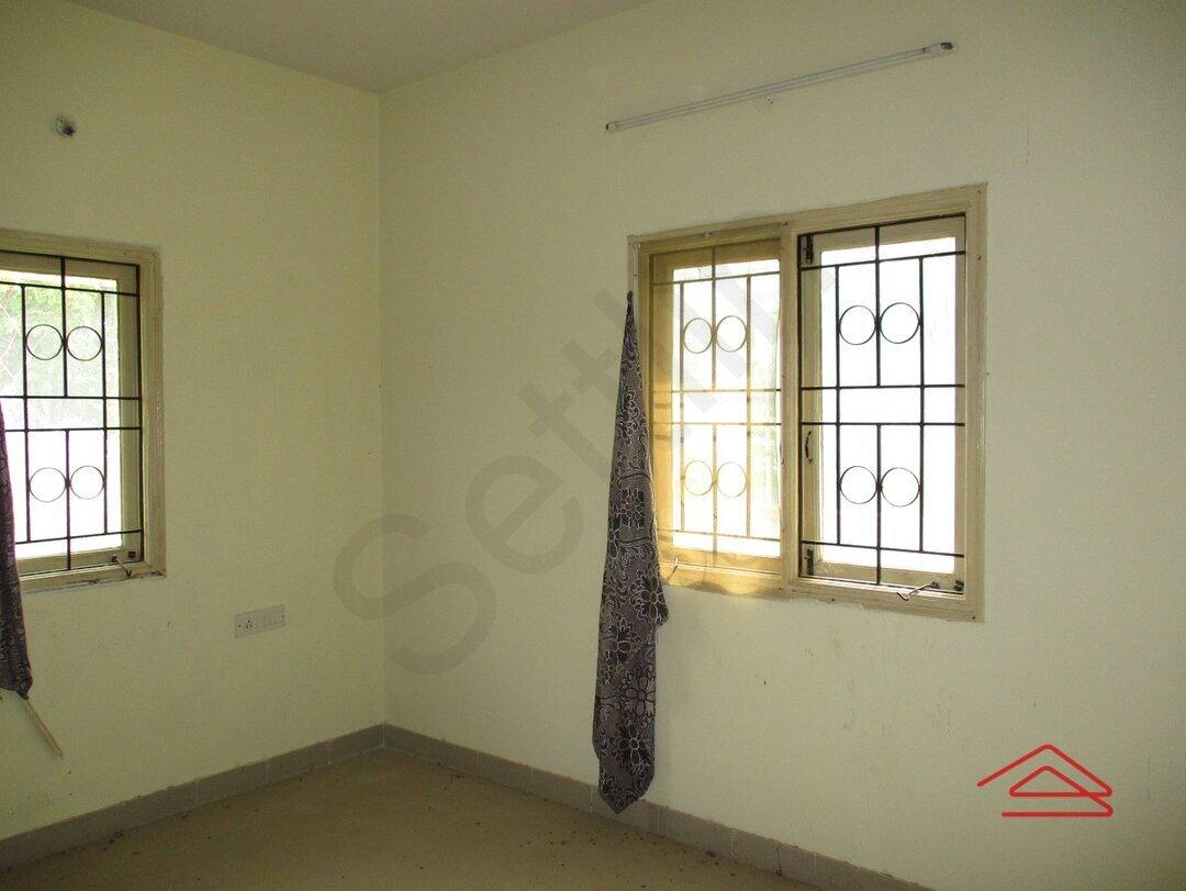 15A4U00373: bedroom 1