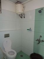 12NBU00256: Bathroom 2