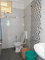 13NBU00319: Bathroom 2