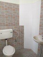 13S9U00060: Bathroom 2
