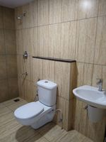 13F2U00018: Bathroom 2