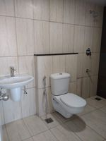 13F2U00018: Bathroom 1