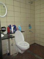 15A4U00329: Bathroom 1