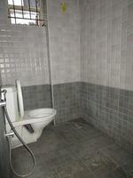 13M5U00135: Bathroom 1