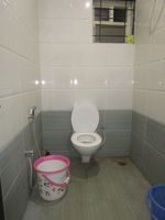 13M5U00135: Bathroom 2