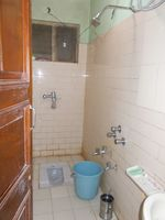 11NBU00125: Bathroom 1