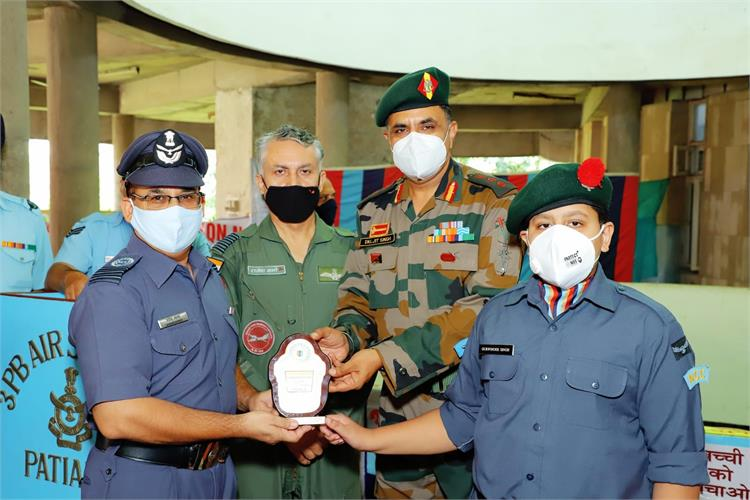 NCC (Air Wing) cadets from PPS lift quiz trophy