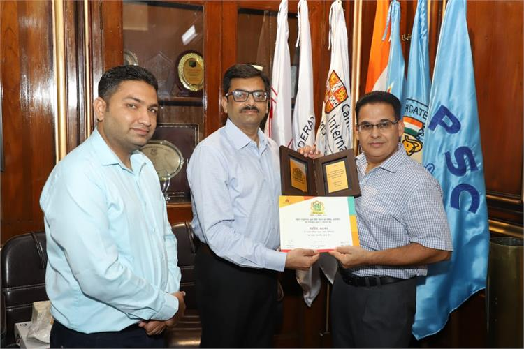 Hindi teacher from PPS felicitated on Hindi Diwas