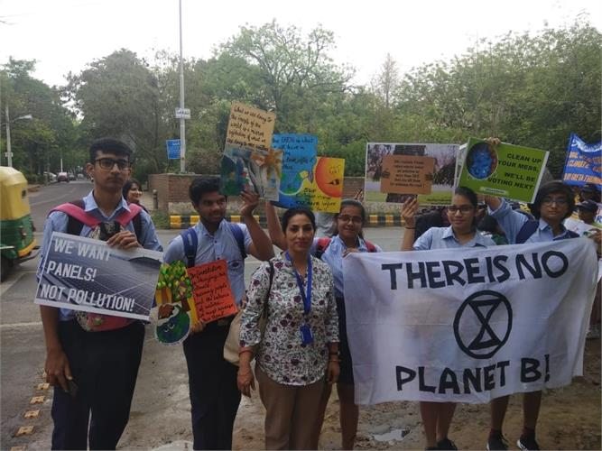 Peaceful Protest at the  Ministry of Environment