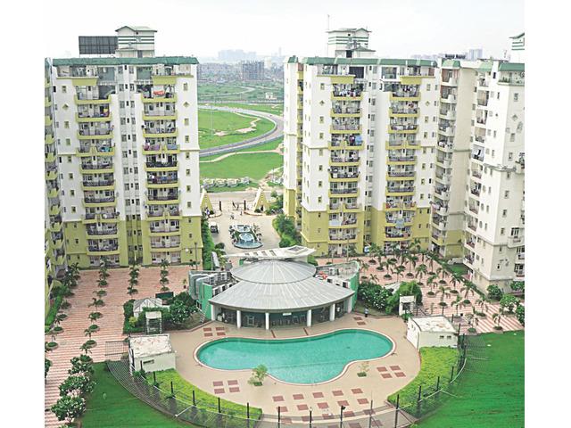 Book Your Apartment 9266850850 in Supertech Emerald Court Noida - 1/3