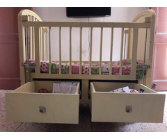 Solid wood baby cot - Image 1/10