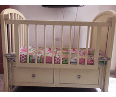 Solid wood baby cot - Image 4/10
