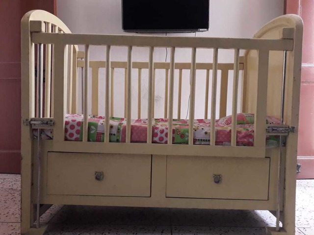 Solid wood baby cot - 5/10