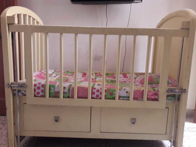 Solid wood baby cot - 9/10