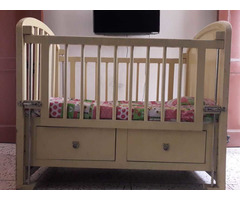 Solid wood baby cot - Image 10/10