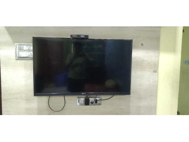 "microsoft 43'"" inch standard tv - 9/10"