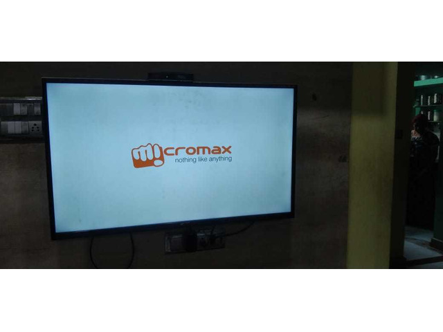 "microsoft 43'"" inch standard tv - 10/10"