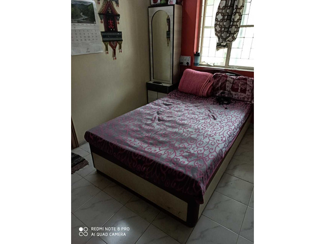 Wooden Bed 4x6.6 Feet with mattress - 1/2