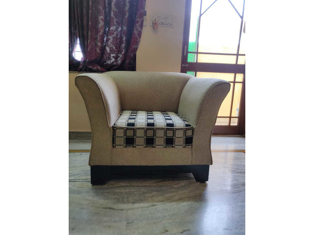 Comfortable 5 seater sofa set with cushions in good condition. - 2/4