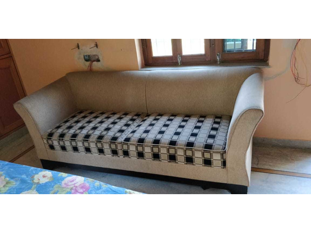Comfortable 5 seater sofa set with cushions in good condition. - 3/4