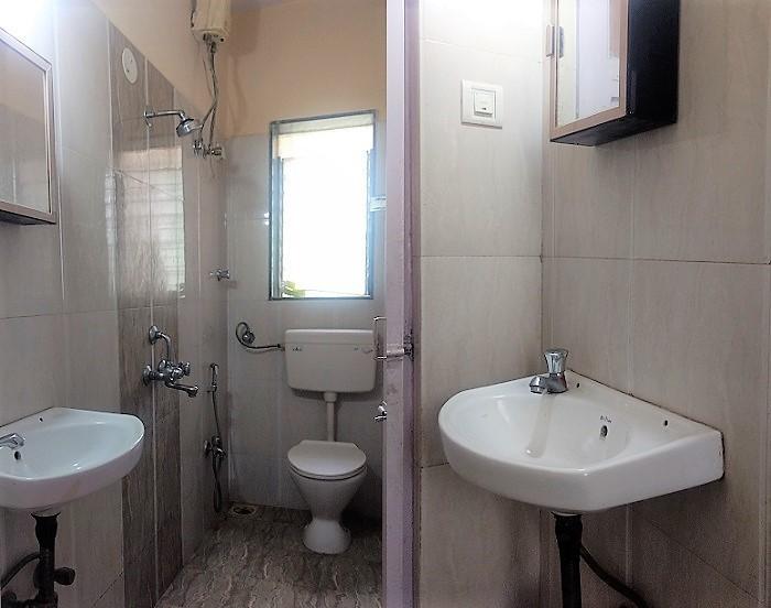 The Baya Goldspot-washroom