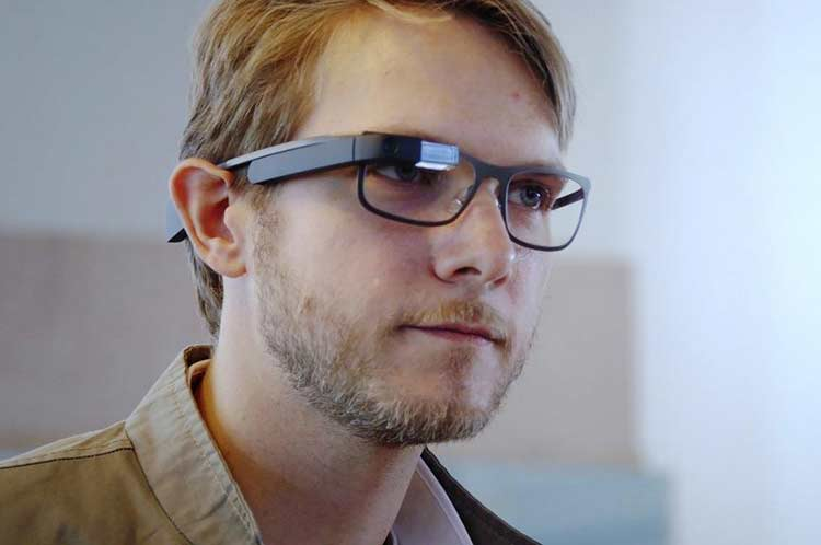 Google Glass makes an unexpected comeback with an augmented reality handset's app update