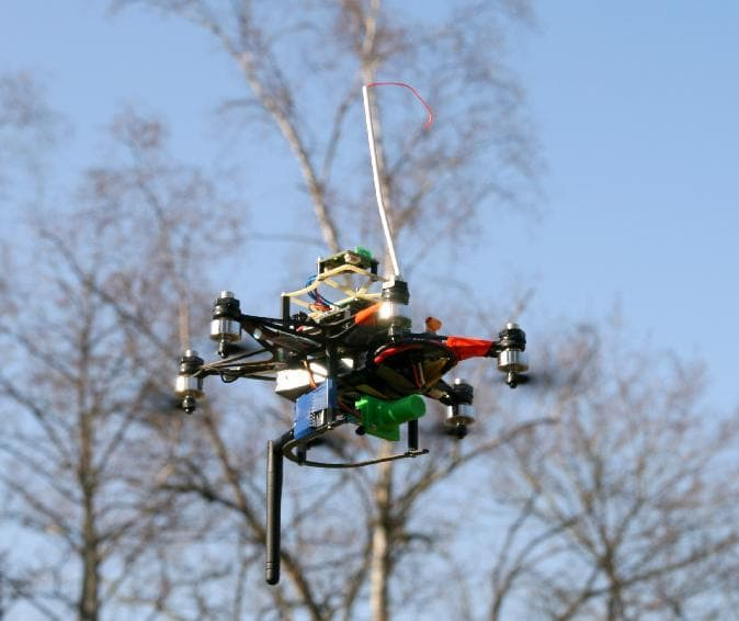 Robots that could fly in tight formation