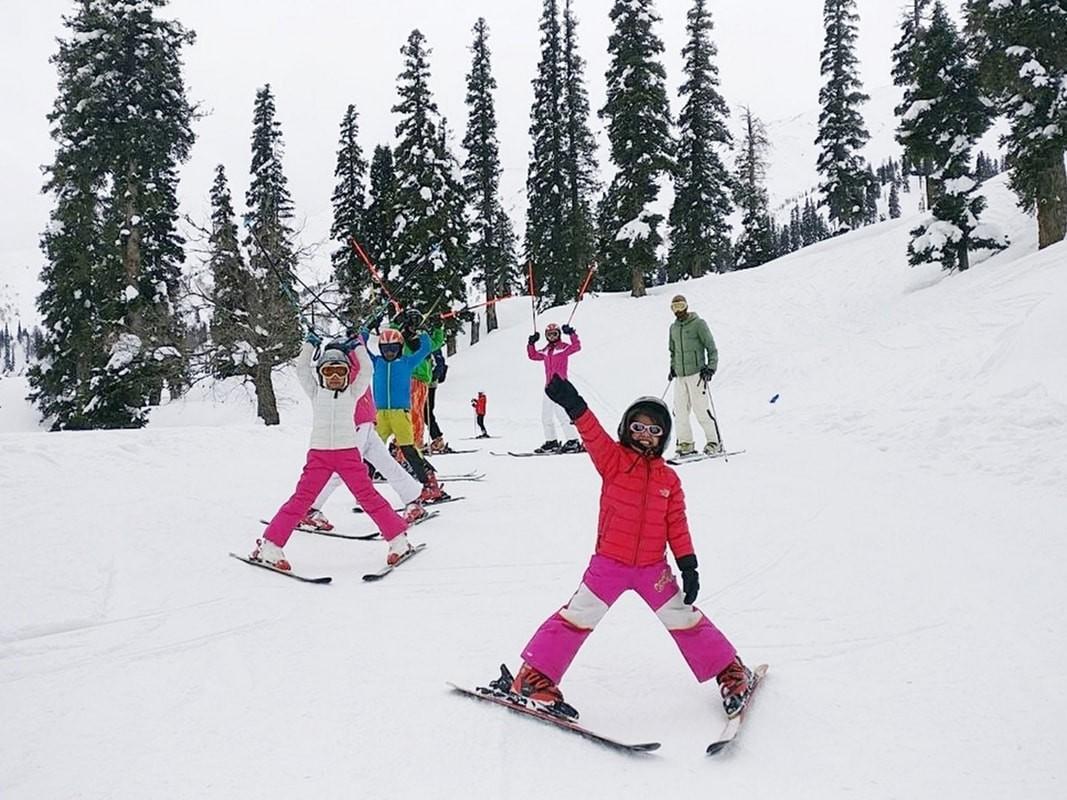 http://www.thegreatnext.com/Skiing Course Gulmarg Jammu Kashmir Adventure Travel The Great Next