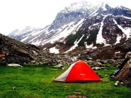 /Trekking Deo Tibba Base Camp Himachal Pradesh Adventure Travel The Great Next