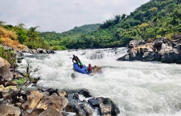 Monsoon river rafting on the Mhadei river
