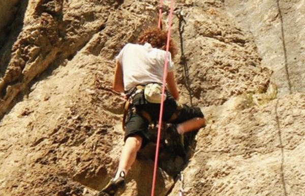 Rock climbing, bouldering and rappelling in Manali