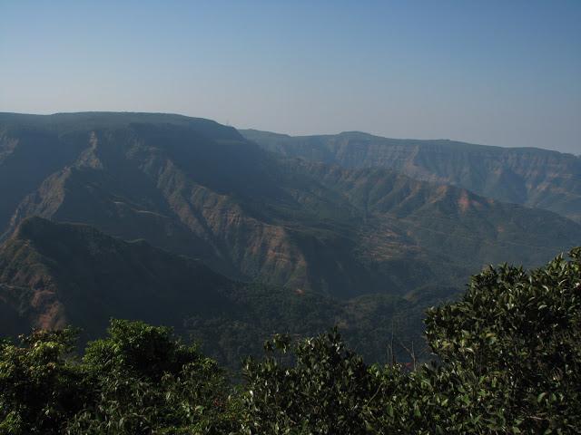 http://www.thegreatnext.com/Adventure Maharashtra Pune Koynanagar Jaigad Trek Summer Monsoon