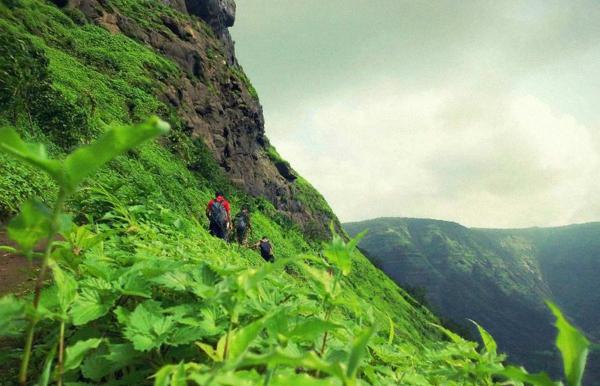 Day trek to Vikatgad Peb