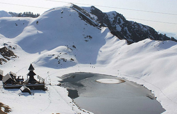Snow trek to Prashar Lake