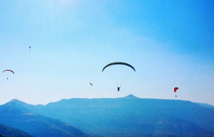 Tandem paragliding on weekends